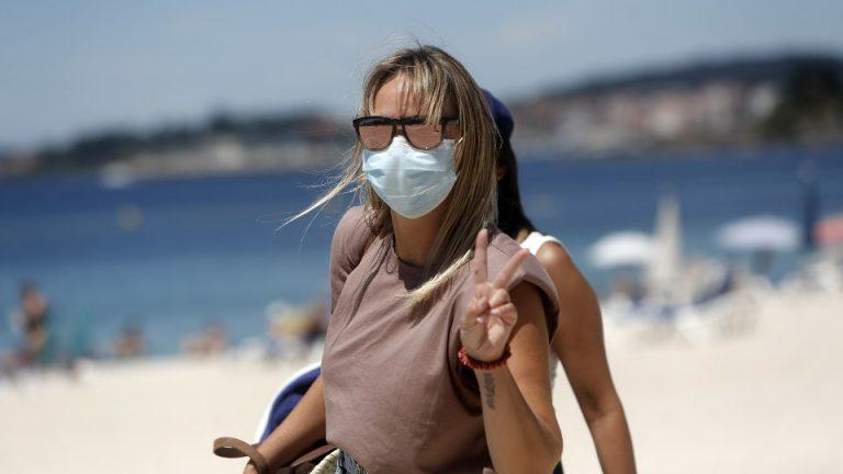 Mascarillas en la playa: así son las normas de uso para este verano