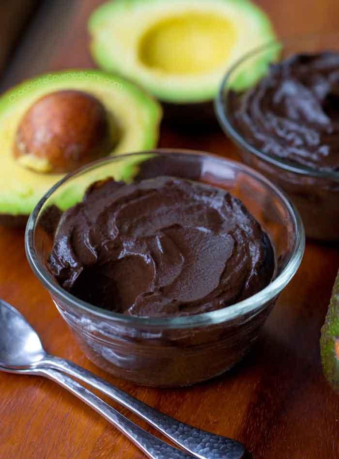 Acompañante para la mousse de chocolate y aguacate