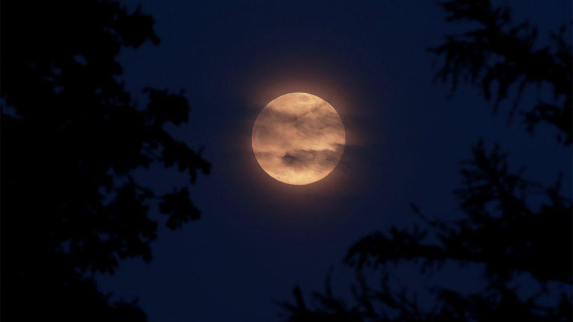 Qué es la superluna rosa
