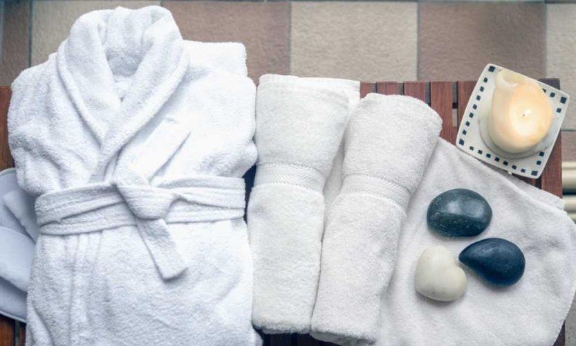 Un albornoz o una toalla