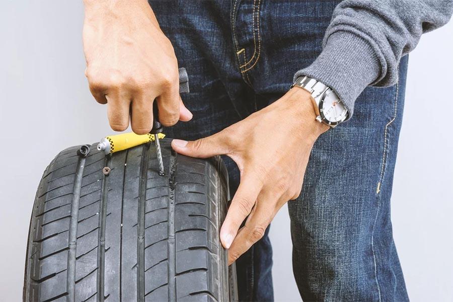 ¿Cómo solucionar un pinchazo en una rueda?