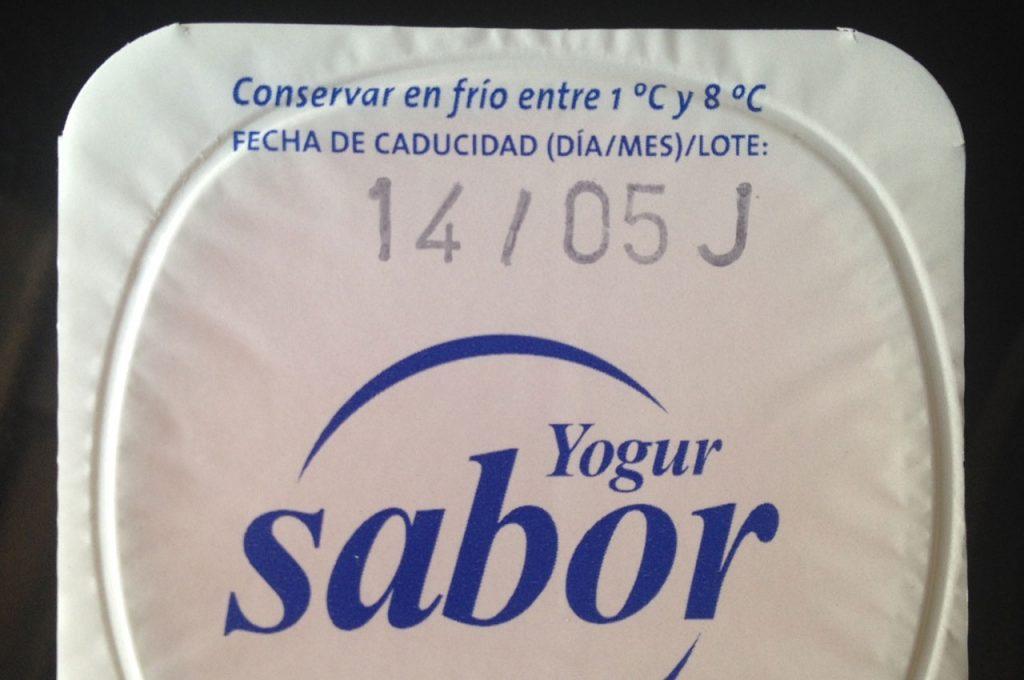 Fecha de caducidad de un yogur.