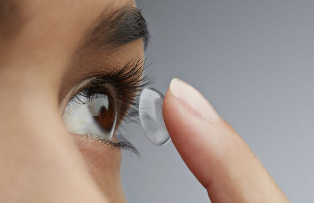 ¿Cómo ponerse las lentillas correctamente?
