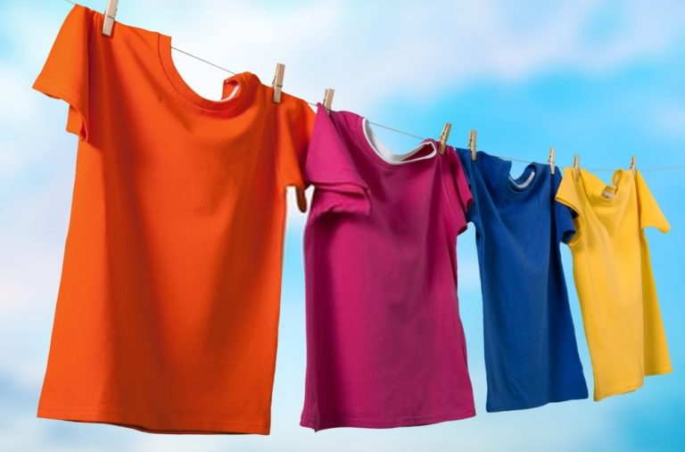 Cómo quitar el olor a humedad de la ropa