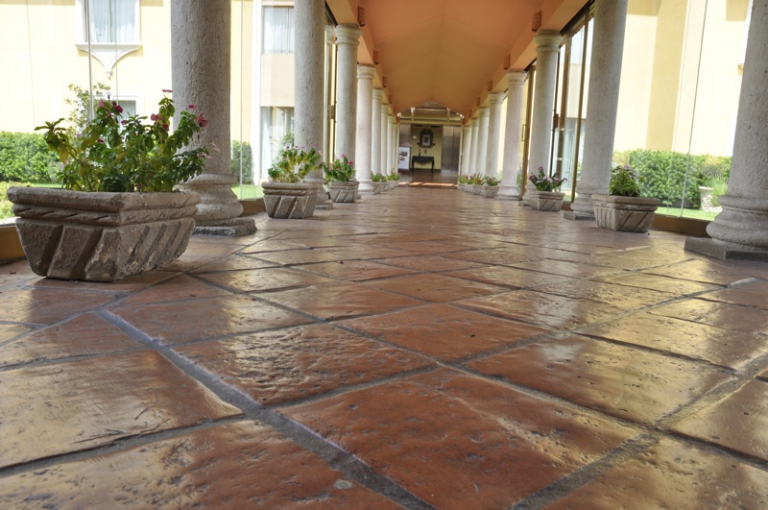 Cómo limpiar el suelo de la terraza y que quede brillante