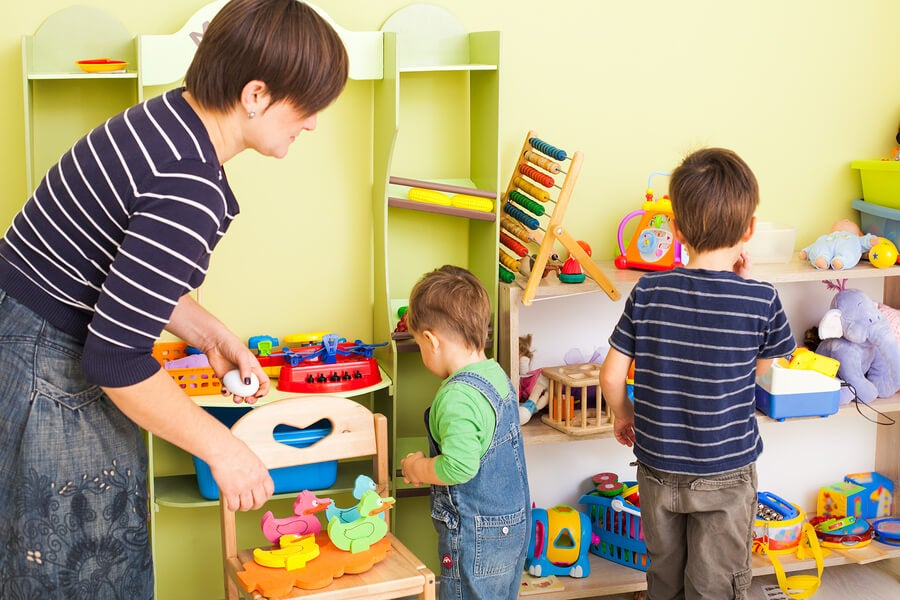 ¿Cómo enseñar a mis hijos a recoger la habitación sin morir en el intento?