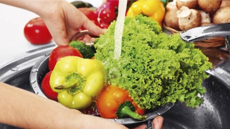 La importancia de desinfectar las frutas y verduras