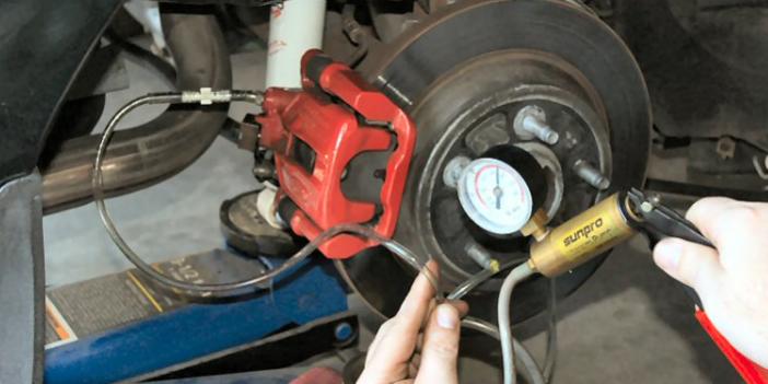 ¿Cómo hacer el cambio del líquido de frenos?