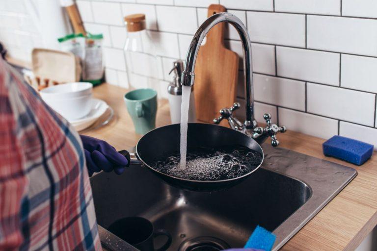 Esto es lo que pasa si echas agua fría en una sartén caliente