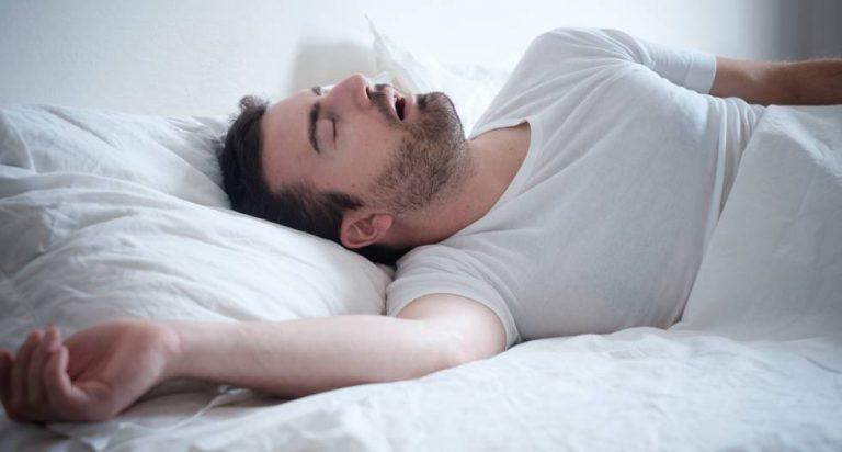 Los motivos por los que tienes espasmos musculares antes de dormir