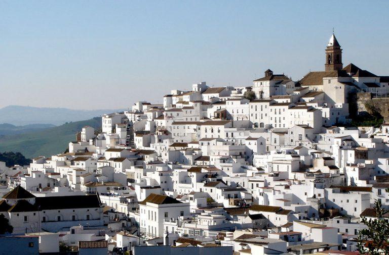 Pueblos 'blancos' de Andalucía: estos son los que te recomendamos