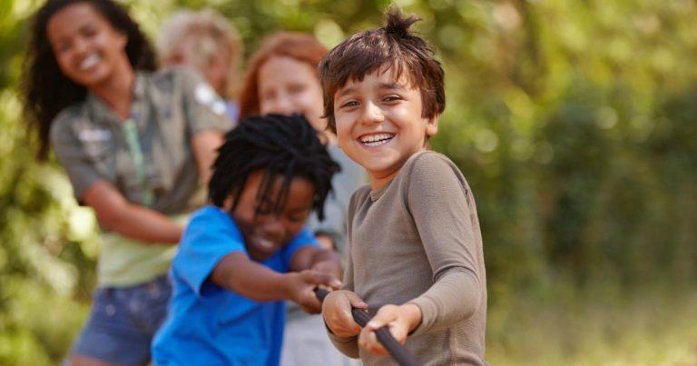Cómo elegir un campamento de verano para los niños