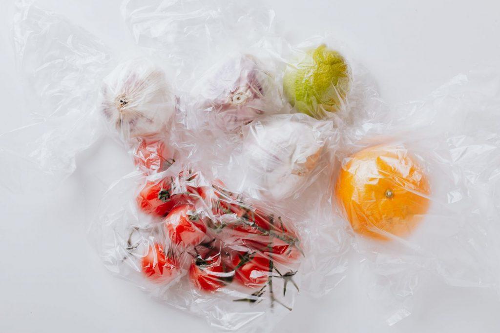 Plásticos en el microondas: los peligros a los que te expones