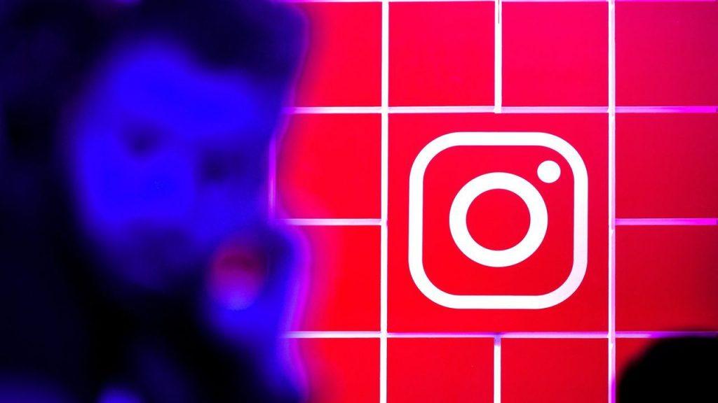espiar red social