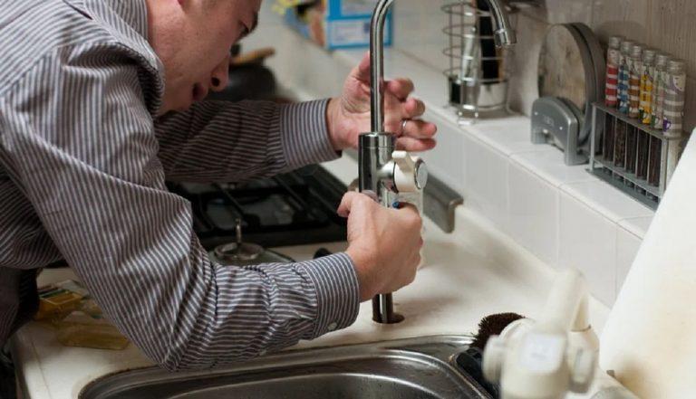 Fontaneros 24 horas profesionales en reparar atascos en viviendas