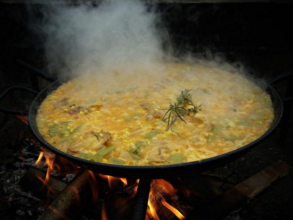 Paella: ¿echas antes el arroz o el caldo?