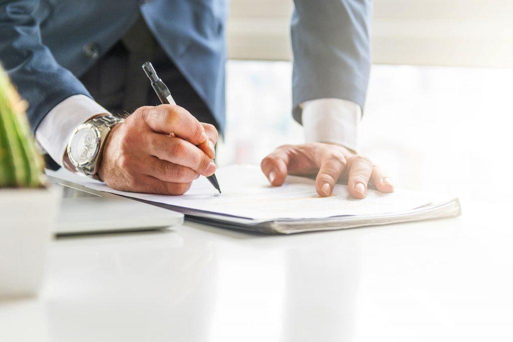 ¿Se requiere autorización en el caso de presentar un trámite en la Agencia Tributaria de una persona fallecida?