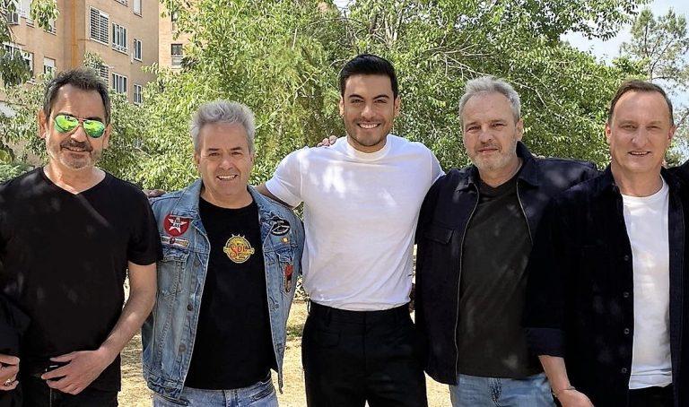 Hombres G con Carlos Rivera en 'Se me sale el corazón'