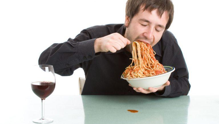 Esto es lo que pasa por comer rápido