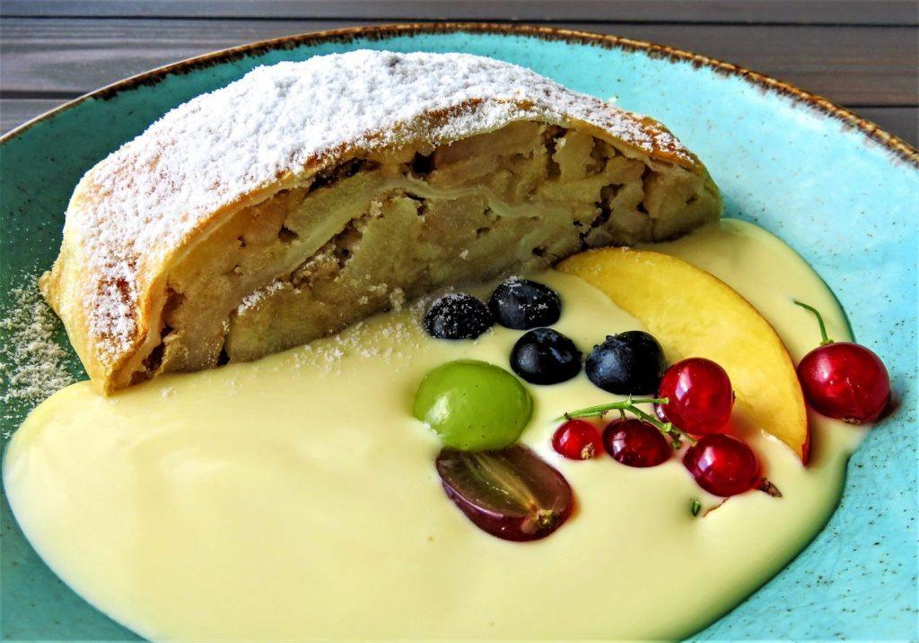 crema pastelera con strudel de manzana