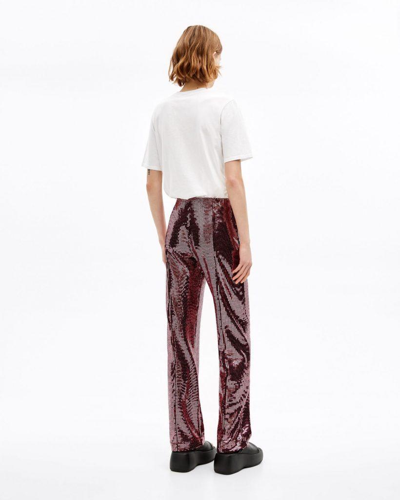 Estos pantalones con lentejuelas rosas también están de rebajas.