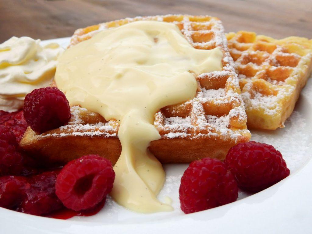 waffles con crema pastelera