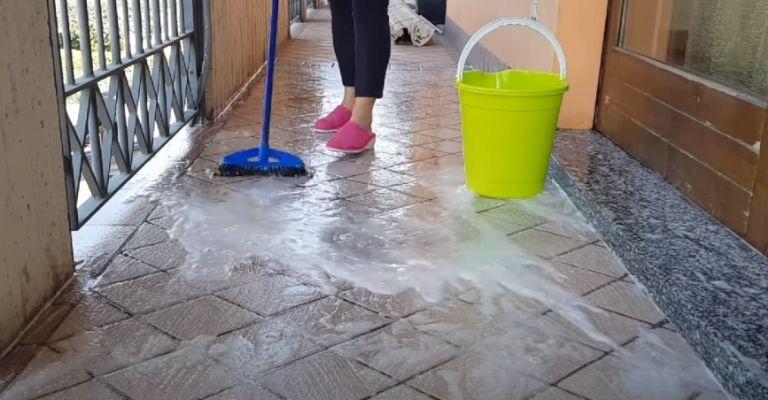 Limpieza del suelo del balcón de acuerdo a su tipo