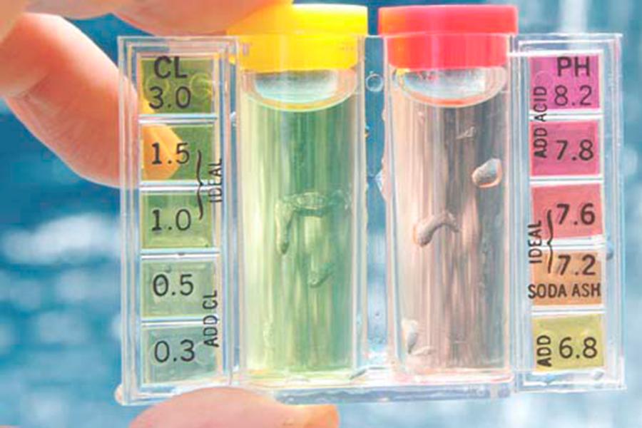 ¿Cómo saber cuál es el pH correcto del agua de una piscina?