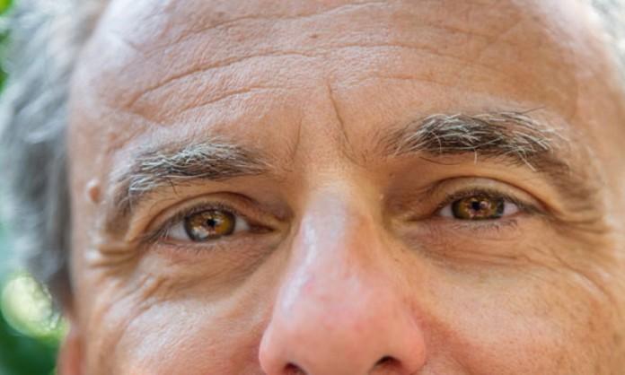 ¿Se puede impedir que las canas aparezcan en las cejas?