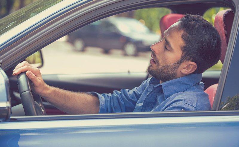 ¿Qué hacer para viajar en coche por largas horas y evitar el cansancio?
