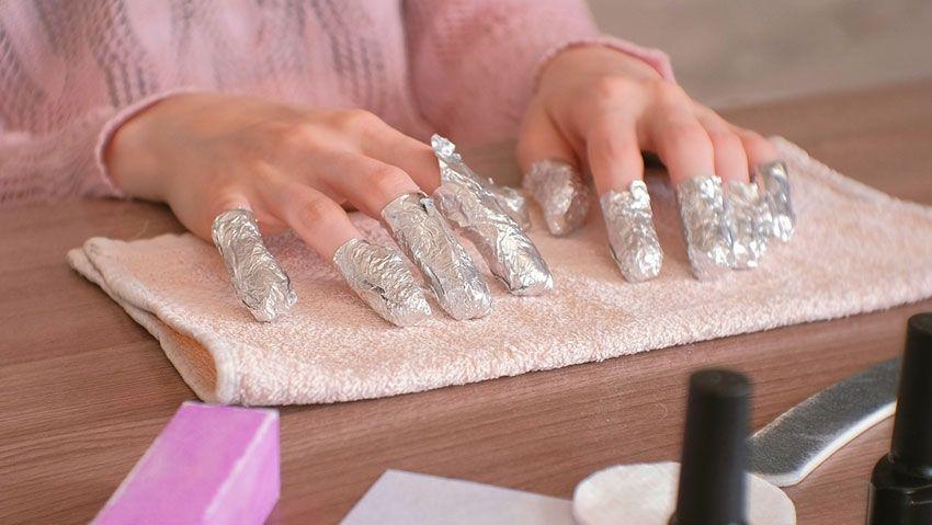 Cuidados ideales para quitar el esmalte y manicura permanente sin problemas