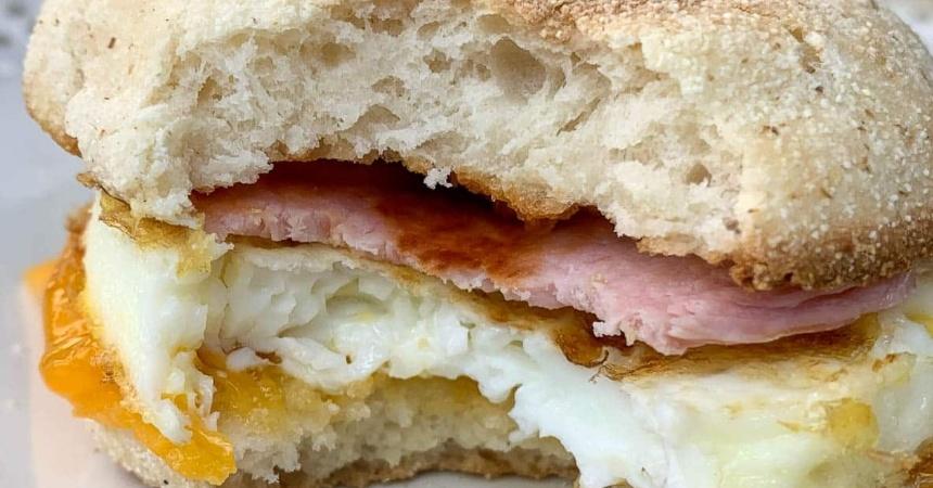 Cópiale a McDonald's: así se hace el McMuffin con huevo