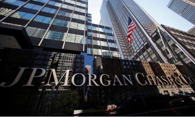 Donde invertir tras las caídas de las bolsas: las claves para JP Morgan y BlackRock