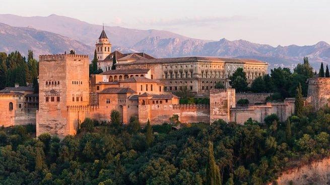 Monumentos y lugares turísticos más populares de Andalucía
