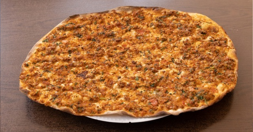 Pizza Lahmacun: así se prepara la mejor comida para un maratón de telenovelas turcas