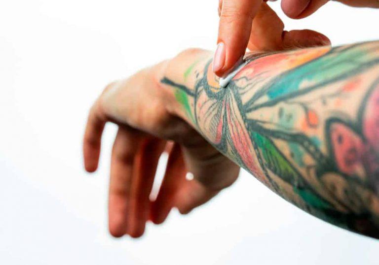 Cómo cuidar la piel si tienes tatuajes