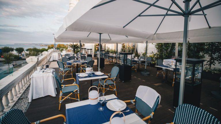 Terraza del Gran Casino Sardinero, un restaurante efímero y al aire libre consagrado al producto local