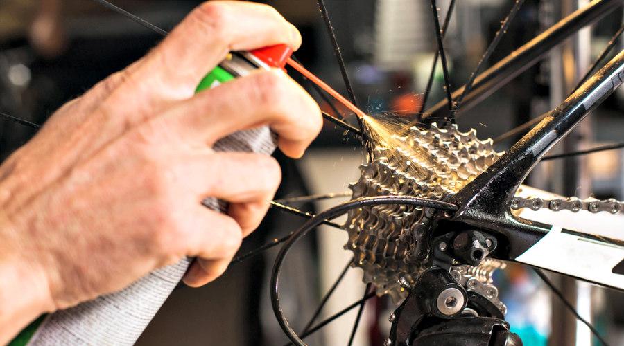 Lubricación de platos , un extra que todos deben tener en cuenta en el mantenimiento de la bicicleta