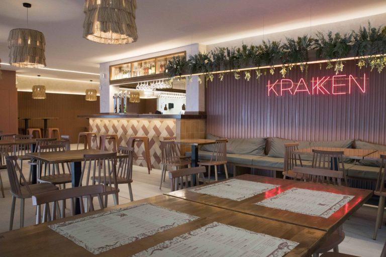 Kraken, cocina de fondo abierta al mundo en primera línea de playa