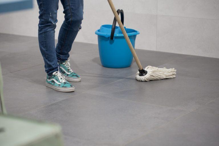 Cómo limpiar el suelo porcelánico