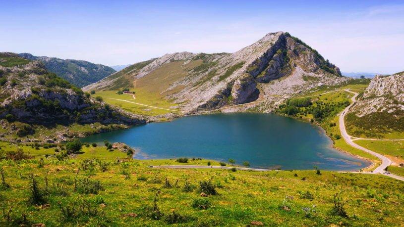 La Basílica de Covadonga y su naturaleza que la rodea