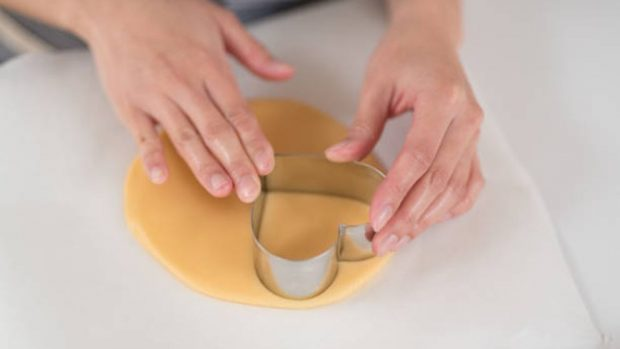 ¿Es mejor usar moldes para galletas hechos a mano?