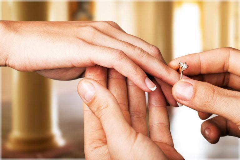 Por qué el anillo de matrimonio se coloca en el dedo anular