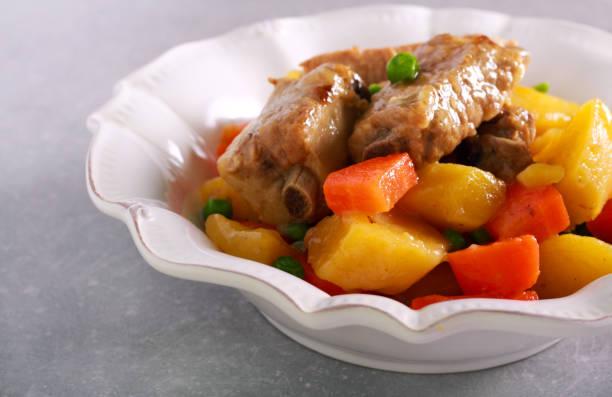 Costillas con patatas: el guiso de Arguiñano para sorprender en otoño