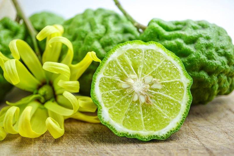 ¿Cuáles son las precauciones en el uso del aceite de bergamota?