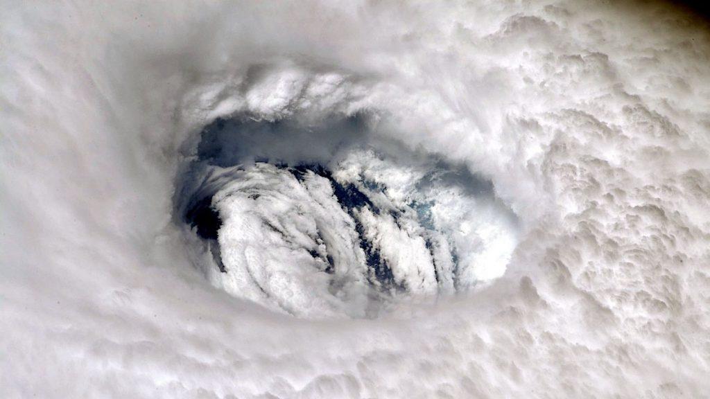 ¿Qué debes saber si se encuentra en altamar durante un ciclón?