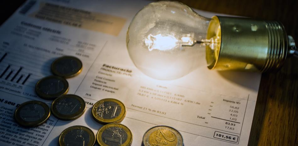 Trucos de expertos que te ahorran un dineral en la factura de la luz
