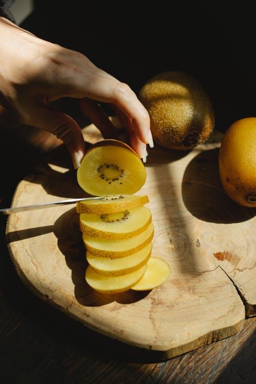 Mover la fruta no el cuchillo
