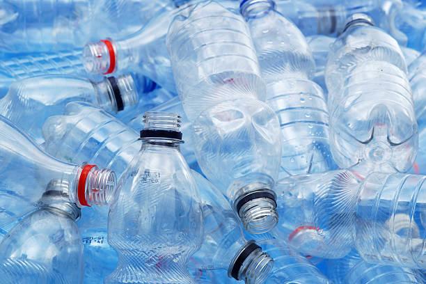 Qué te pasa si bebes siempre de la misma botella de plástico